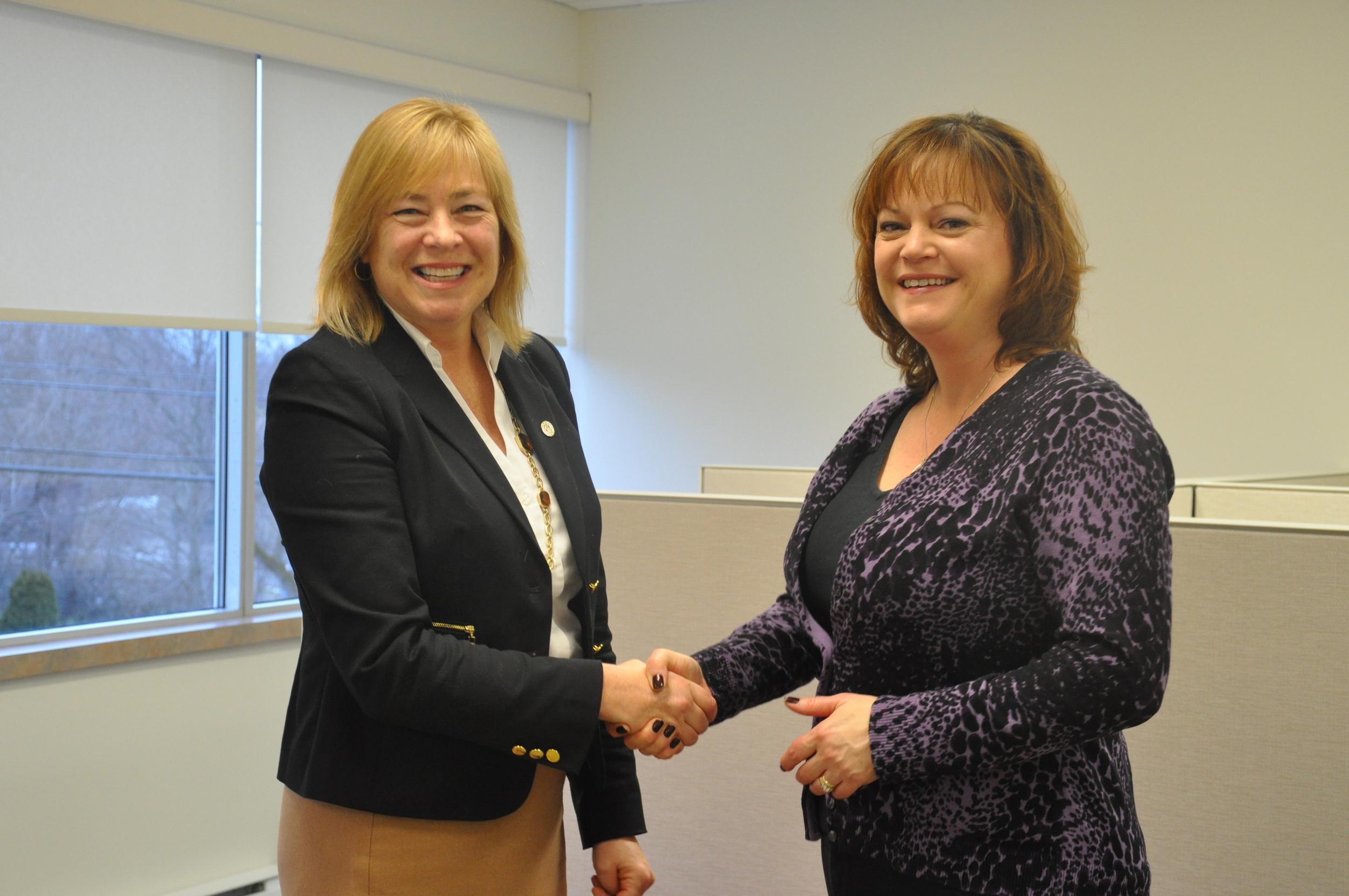 Lynn Poole-Hughes (CEO JEDI) and Lisa Leeuw (Controller Brun-Way Highways Operations)