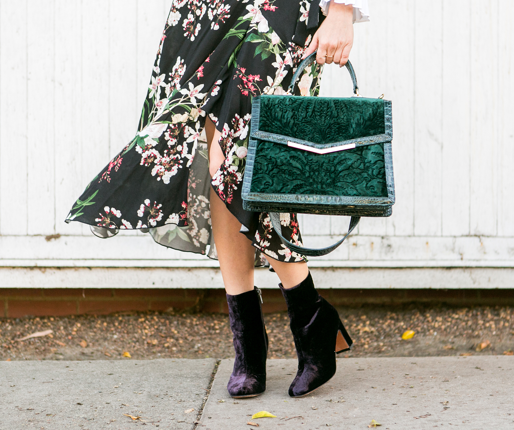 Sydne-Style-shows-the-best-velvet-accessories-for-fall-with-emerald-green-brahmin-bag.jpg