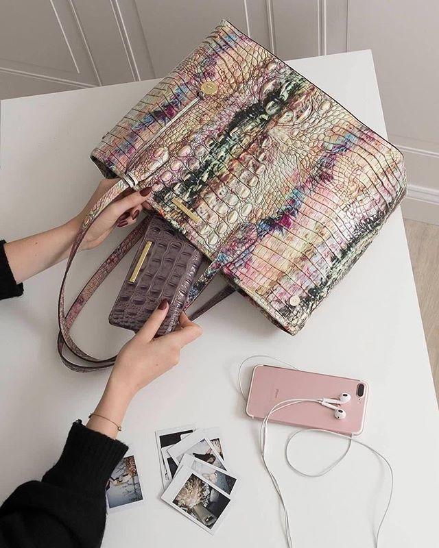 Opal is easy on the eyes, but rendered in the Medium Julian, it knocks it out of the park for function too! In short: Your everyday bag just got way cooler.  #answerwithbrahmin