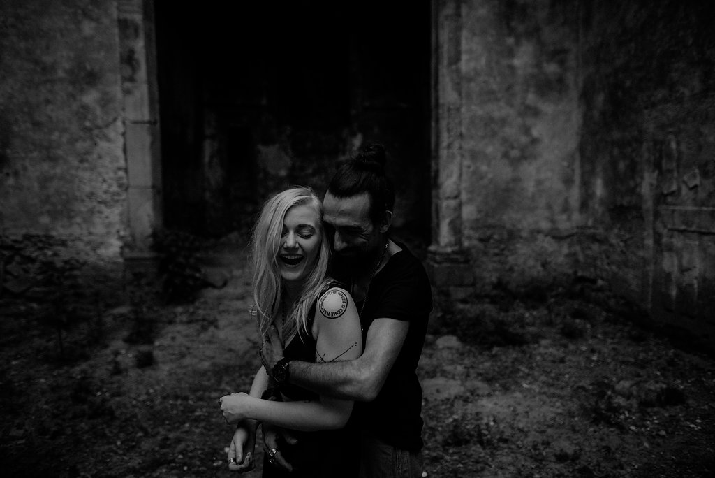 alternative couple at a pre-wedding photosessio