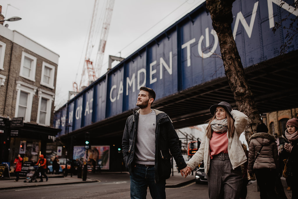 snowy engagement session in London Camden by Lapela Photography
