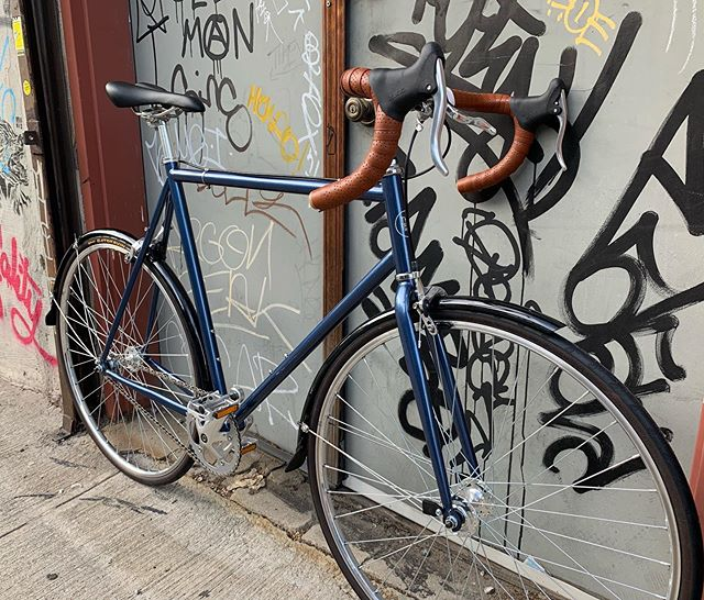 Drop bar single speed with Brooks tape, fenders  and Gatorskins. #navyblue #singlespeed #bikenyc #dropbarsnotbombs #bikeporn
