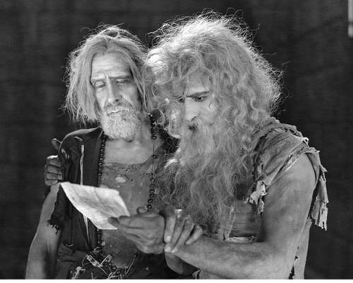 Spottiswoode Aitken as Abbé Faria and John Gilbert as Edmund Dantesin  MONTE CRISTO  (1922)