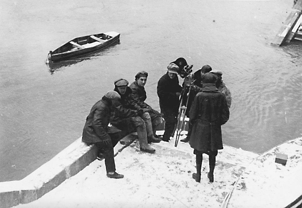 Shooting  PAROVOZ B-1000 : Michail Kalatozov (seated third from left)