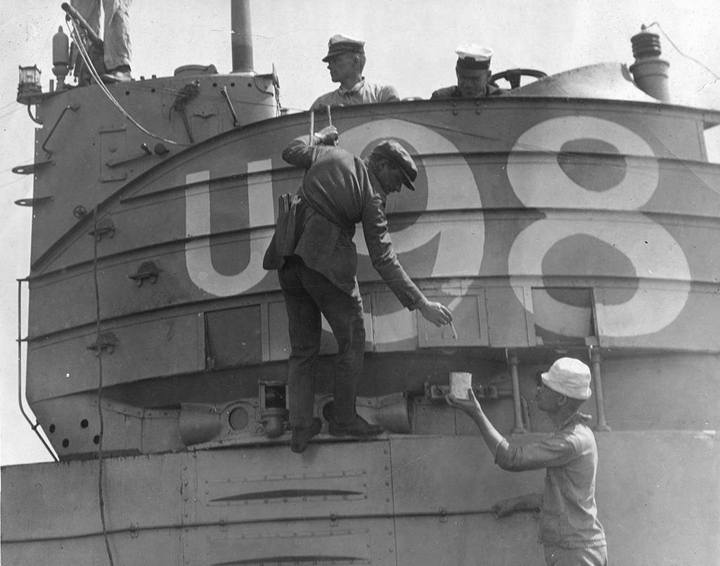 Paramount-1919-Behind-the-Door-Director-Irvin-Willat-paints-a-German-identificaion-number-on-an-American-Submarine-himself-to-be-used-in-the-film-as-a-German-U-Boat003-1024x805.jpg