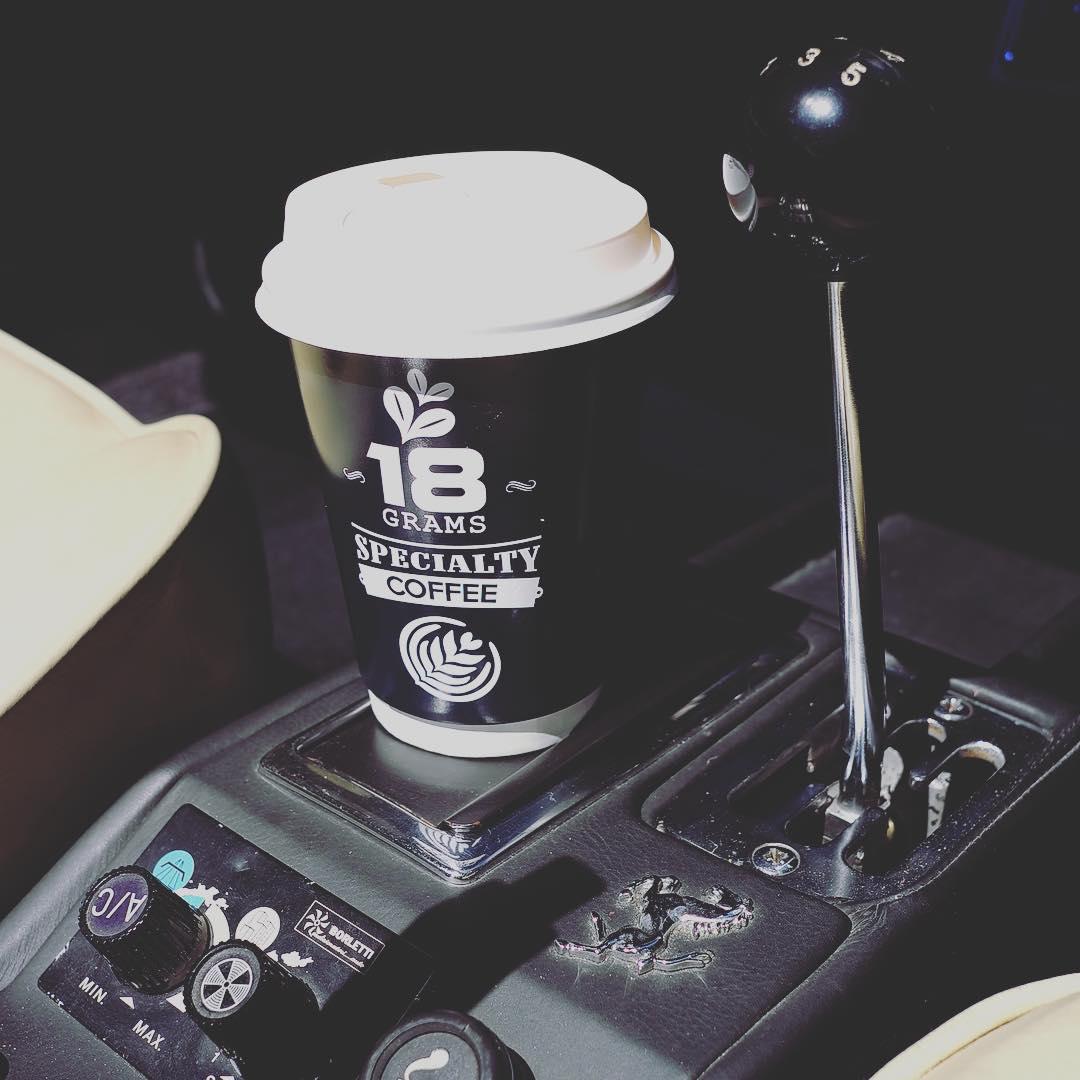 A lovely day with my ride and coffee #summer #sunny #sunnyday #ilovesunshine #18grams #coffee #coffeelover #ferrari #308 #308gts #rhd #caburator #clas.jpg