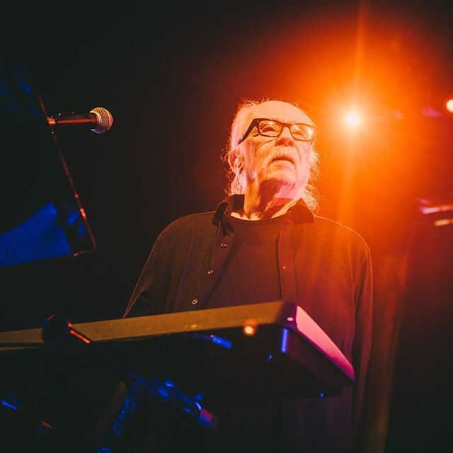 John Carpenter, the Master of Horror played his first Canadian show tonight and I am starstruck 😱🙏✨ (shot for @liveinlimbo ) - - - - #concert #instaconcert #concertphotography #musicphotography #livemusicTO #vsco #vscocam #bestofvsco #instamusic #musicphotographer #concertphotographer #photooftheday #instamood #livemusic #igerstoronto #featuremeinstagood #bestmusicshots #audioloveofficial #total_photomusic #iconcertphoto #getsurfapp #hypebeastmusic #pocket_tunes #SDMsounds #johncarpenter #johncarpentershalloween #johncarpentersthething #masterofhorror