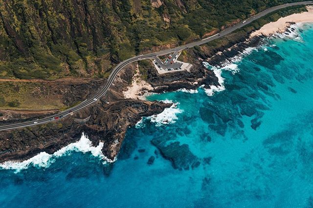 [3/9 Hawaii] Have you seen water this clear? 🏝 (Thanks @novictorhelicopters for the smooth ride!) - - - - #vsco #visualgang #visualsoflife #launchdsigns #peoplescreatives #moodygrams #illgrammers #streetmagazines  #viewbugfeature #justgoshoot #instagood #igmasters #neverstopexploring #streets_vision5k #streets_vision #MobileMag #everydayfoto #huffpostgram #artofvisuals #ig_masterpiece #agameoftones #createexplore #superhubs #everydayeveryphoto #theIMAGED #fatalframes #fubiz #fubiztravel #visualsoflife #hawaii