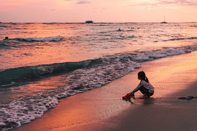 [5/9 Hawaii] Waikiki sunsets are the best 🤙🤙🤙 - - - - #vsco #visualgang #visualsoflife #launchdsigns #peoplescreatives #moodygrams #illgrammers #streetmagazines  #viewbugfeature #justgoshoot #instagood #igmasters #neverstopexploring #streets_vision5k #streets_vision #MobileMag #everydayfoto #huffpostgram #artofvisuals #ig_masterpiece #agameoftones #superhubs #everydayeveryphoto #fatalframes #fubiz #fubiztravel #visualsoflife #hawaii #oahu #wakiki