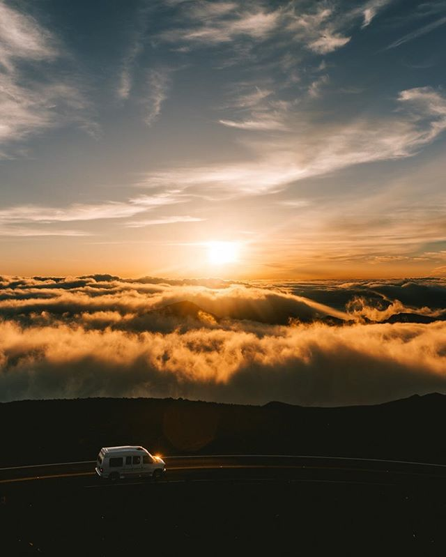 [2/9 Hawaii] It's been awhile! I've been super busy with my personal life but I'm back! I will be posting more of my recent trip to Hawaii! One of the most memorable experience is seeing the sunrise on Haleakala crater. I'm not a morning person but this is so worth it! Speechless! ☁️🌥⛅️🌤☀️ - - - - #vsco #visualgang #visualsoflife #launchdsigns #peoplescreatives #moodygrams #illgrammers #streetmagazines  #viewbugfeature #justgoshoot #instagood #igmasters #neverstopexploring #streets_vision5k #streets_vision #MobileMag #everydayfoto #huffpostgram #artofvisuals #ig_masterpiece #agameoftones #createexplore #superhubs #everydayeveryphoto #theIMAGED #fatalframes #fubiz #fubiztravel #visualsoflife #hawaii