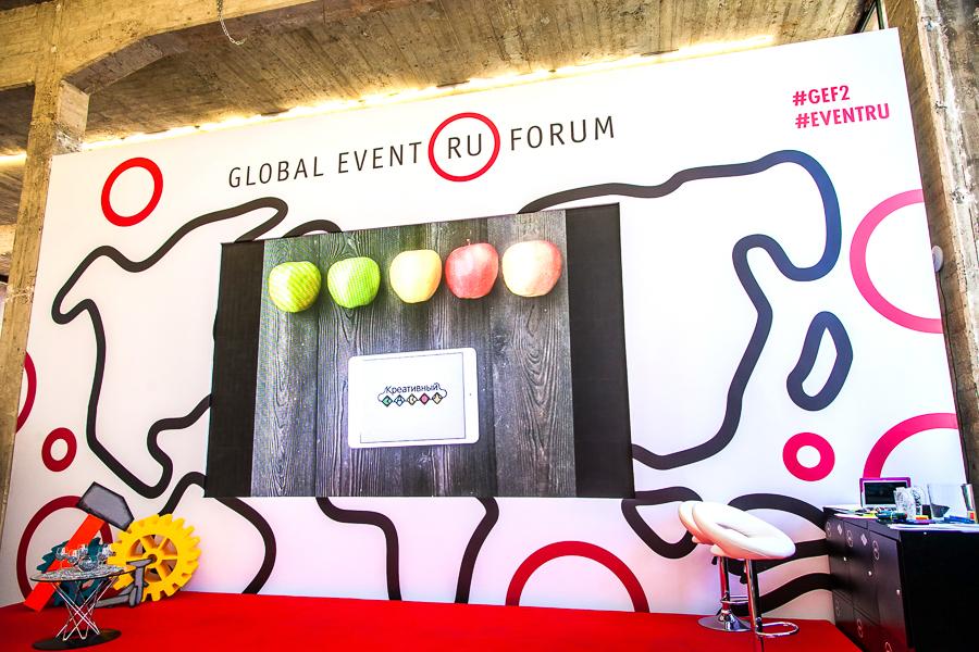 В этом разделе представлено наше портфолио по декорациям. Ознакомьтесь с ним, пожалуйста, и, возможно, вы найдете то, что ищете!Такжемы готовы воплотить в жизнь любые решения для вас от разработки эскиза до демонтажа! Сделайте заказ у нас - 8(495)-6451215  Кашированный экран для Global event forum 2015 (на фото выше)