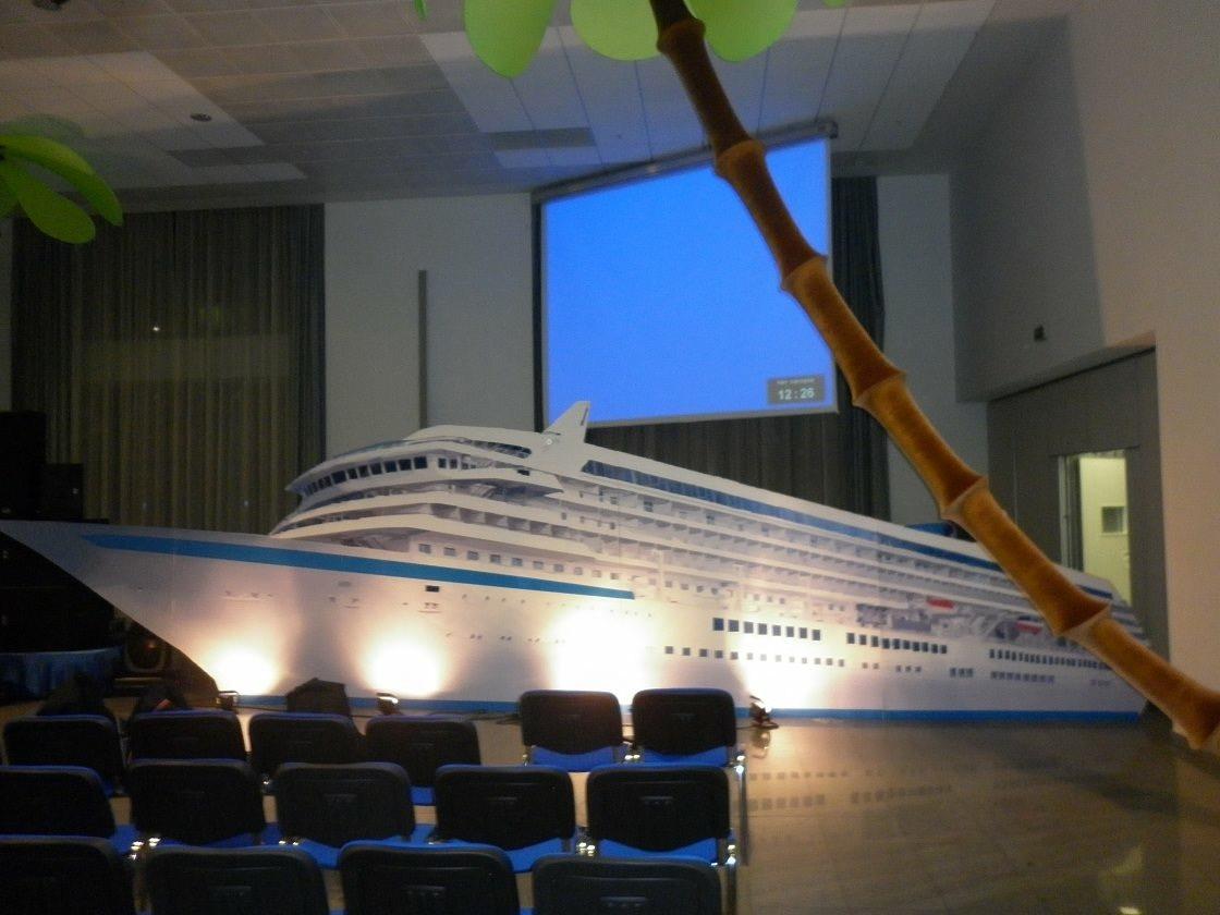 """Декорация """"корабль"""".  Грандиозный корабль был создан для международной компании под концепцию проекта - путешествие. Мы можем создать подобный корабль и для вашего мероприятия."""