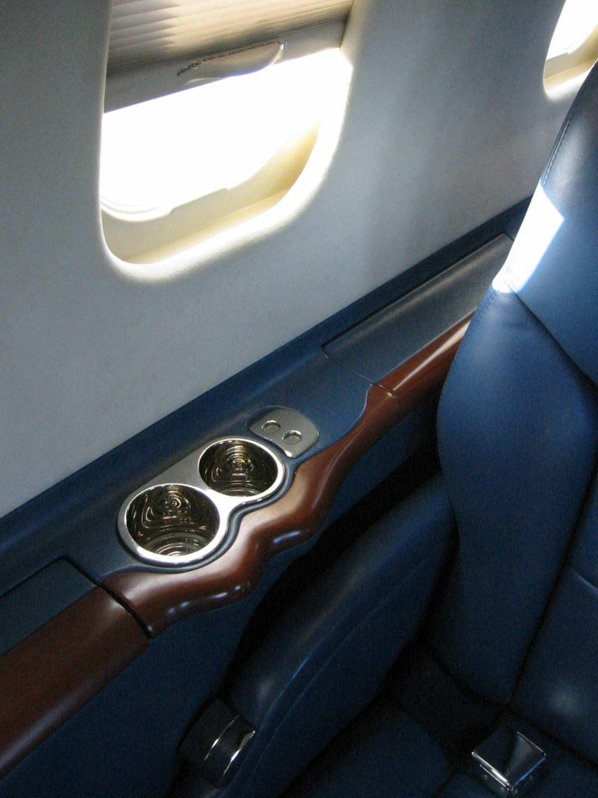 Lear 45 017 Cabin Detail.jpg