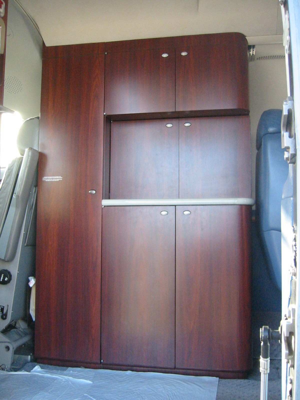 Lear 45 017 Galley 2.jpg
