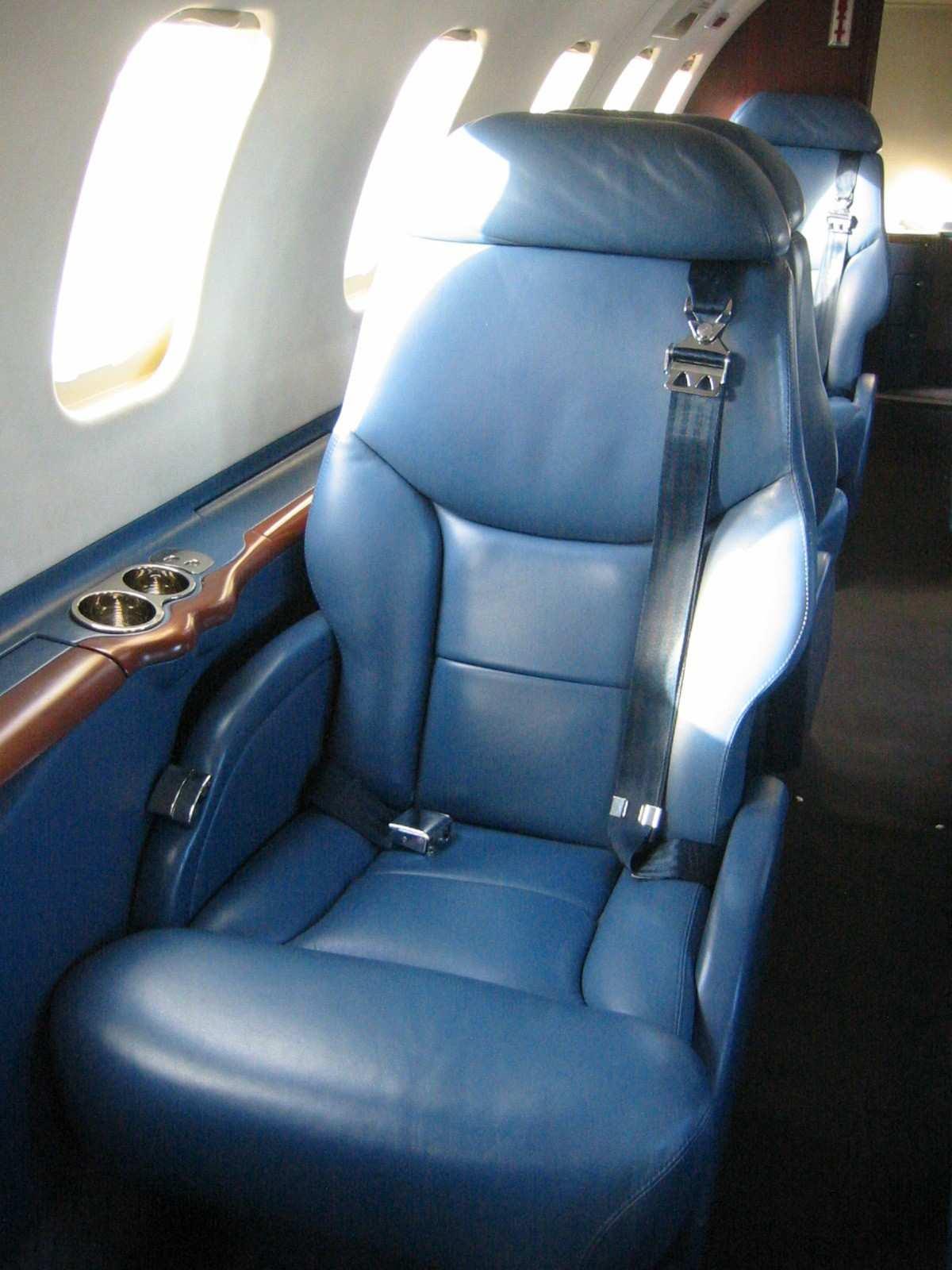 Lear 45 017 Seating 2 .jpg