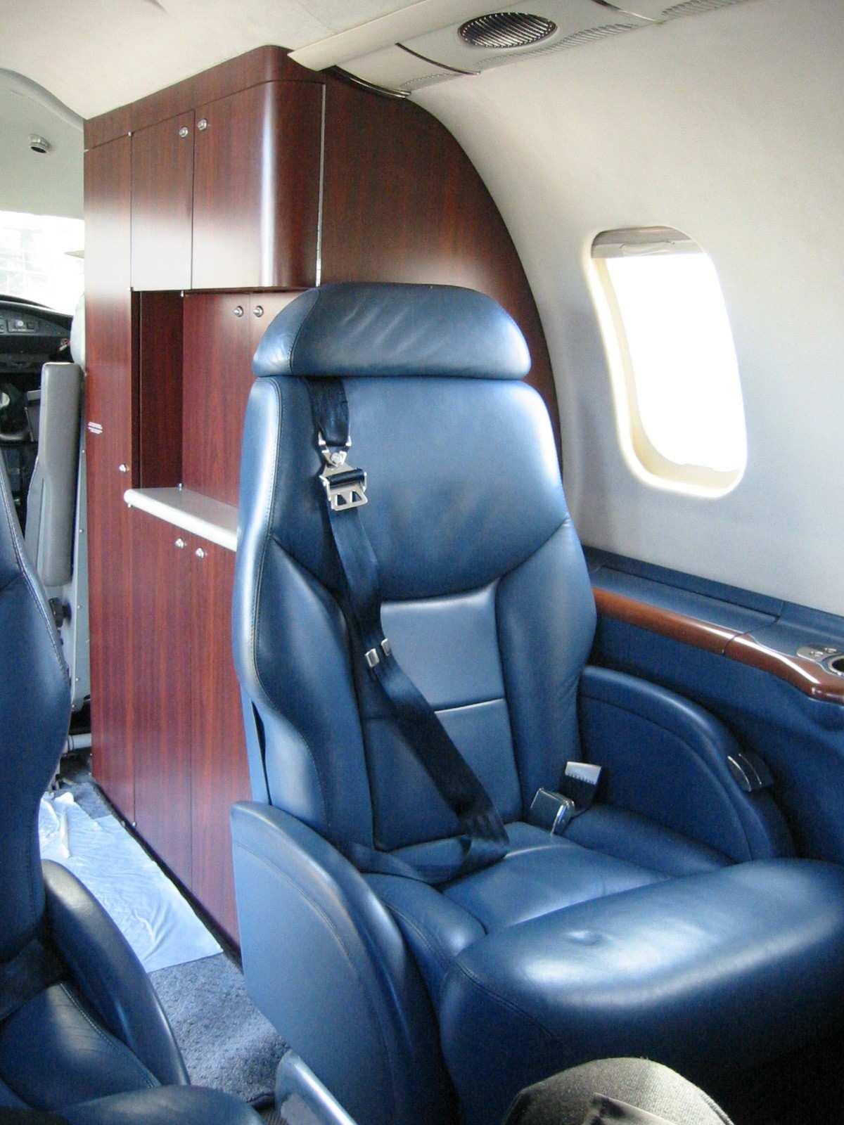 Lear 45 017 Seating.jpg
