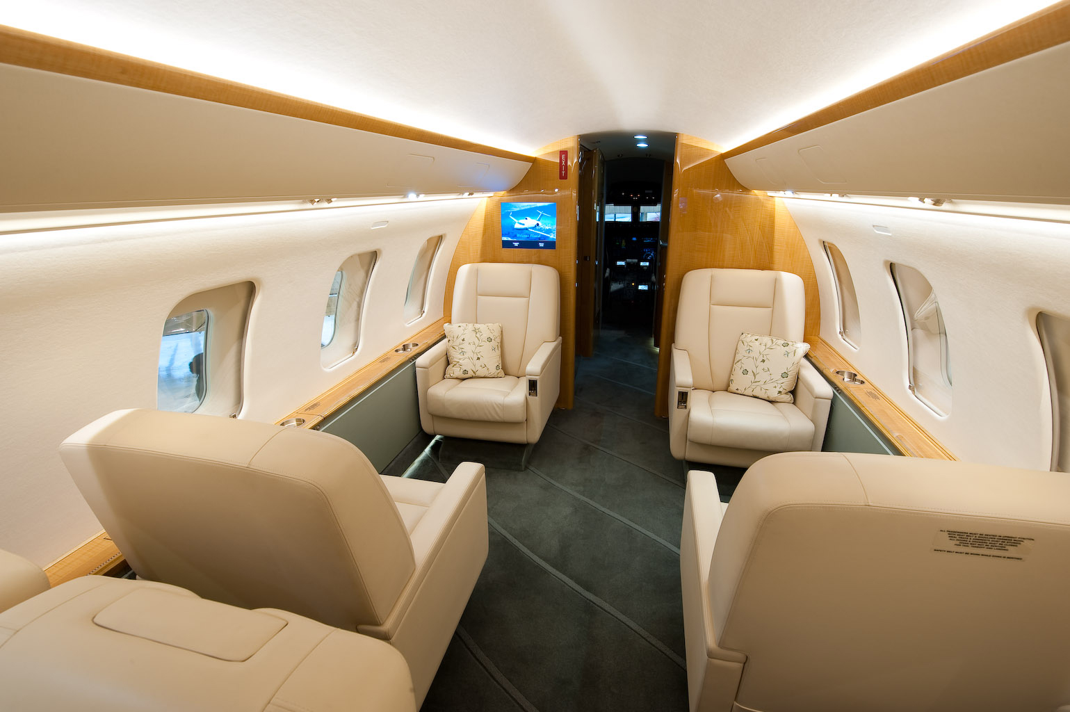 Challenger 605 5772 Interior 1 copy.jpg