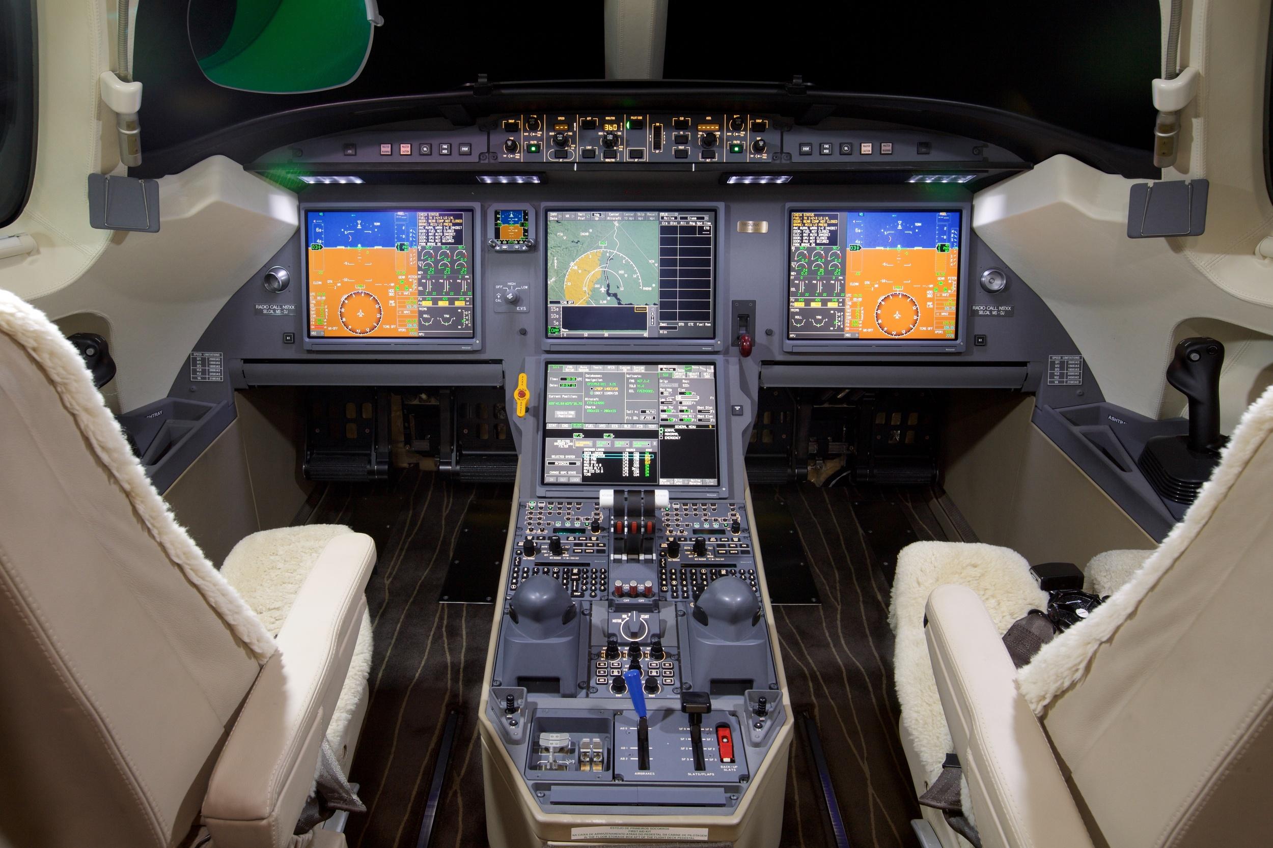 2012 Dassault Falcon 7X For Sale - Cockpit