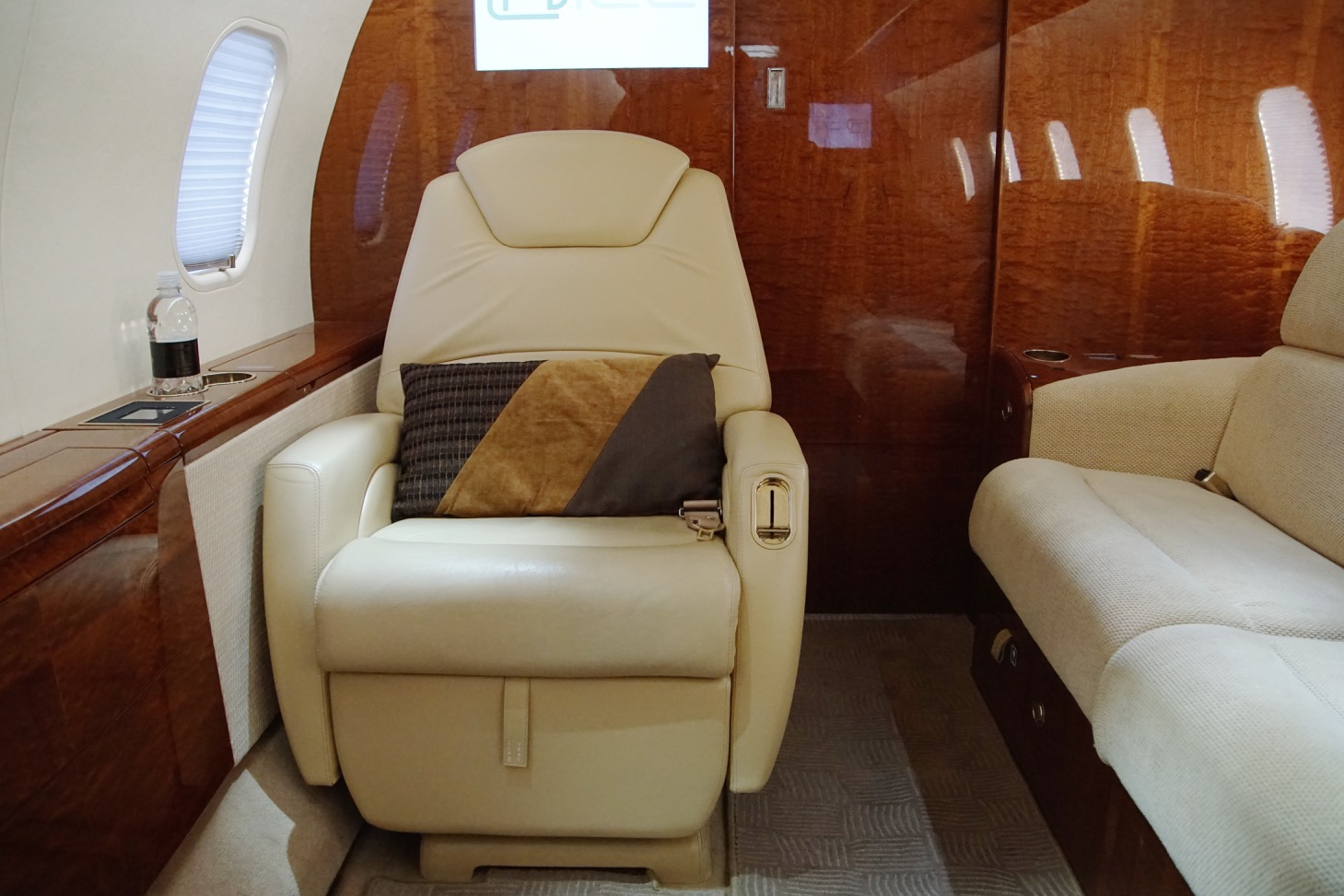 Challenger 300 For Sale 14