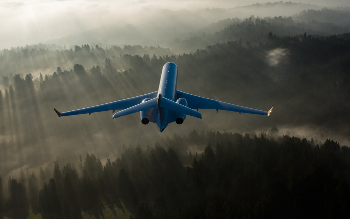 Altus Aviation Bombardier Global 6000 Monthly Market Report - August 2016