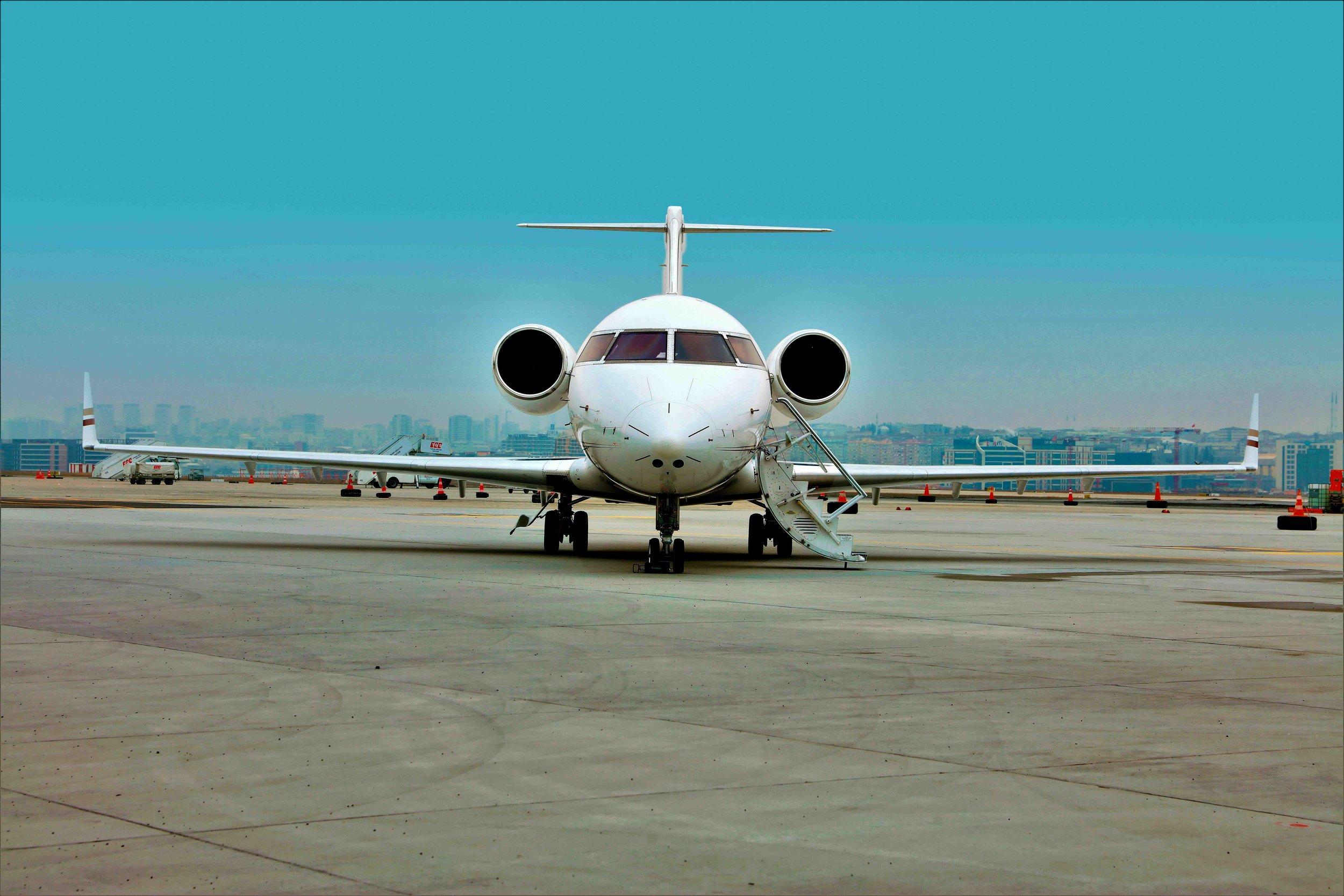 2005 Challenger 604 For Sale Exterior 2 Enhanced.jpg