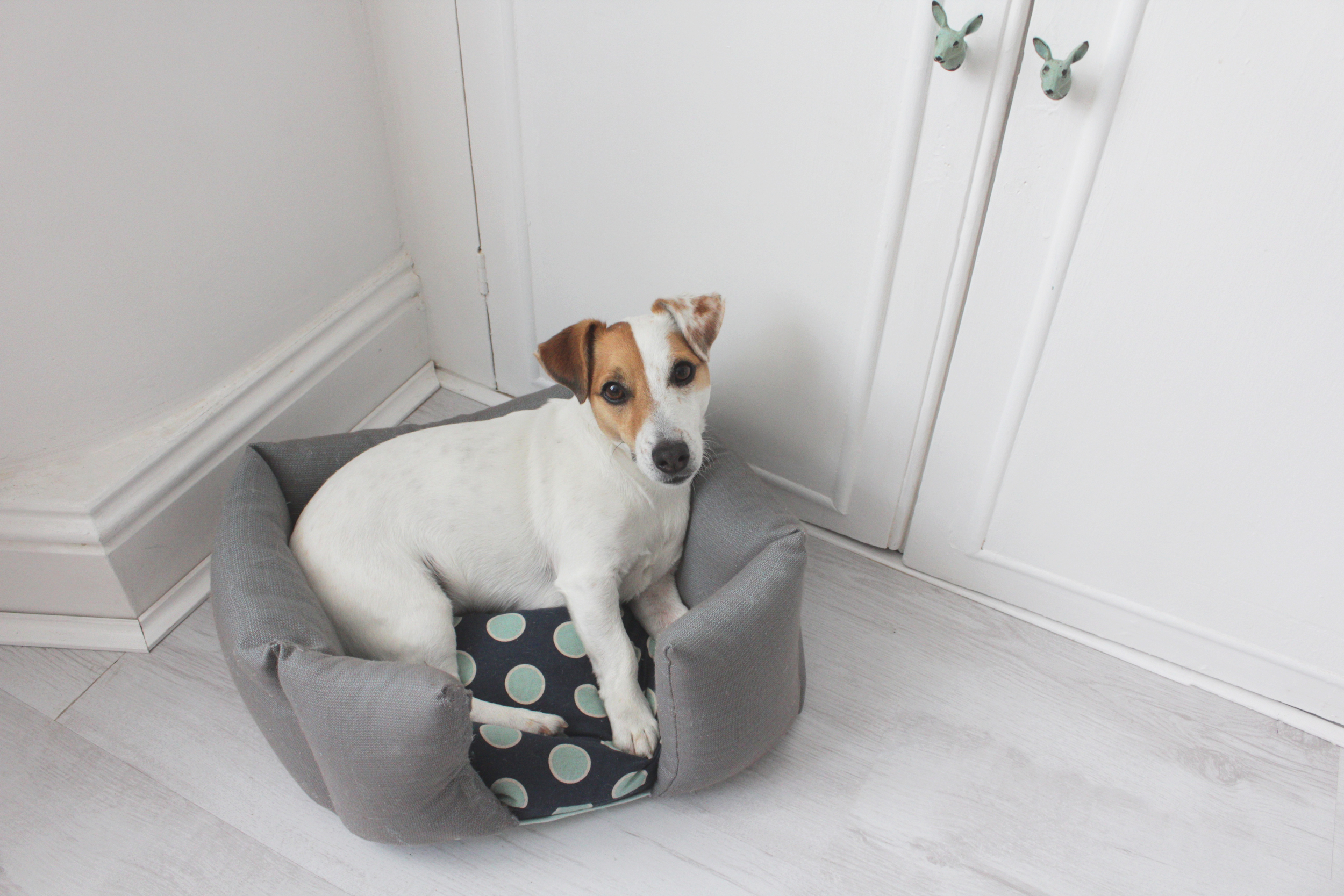 Upcycled duvet to a dog basket, tutorial by Hester's handmade home