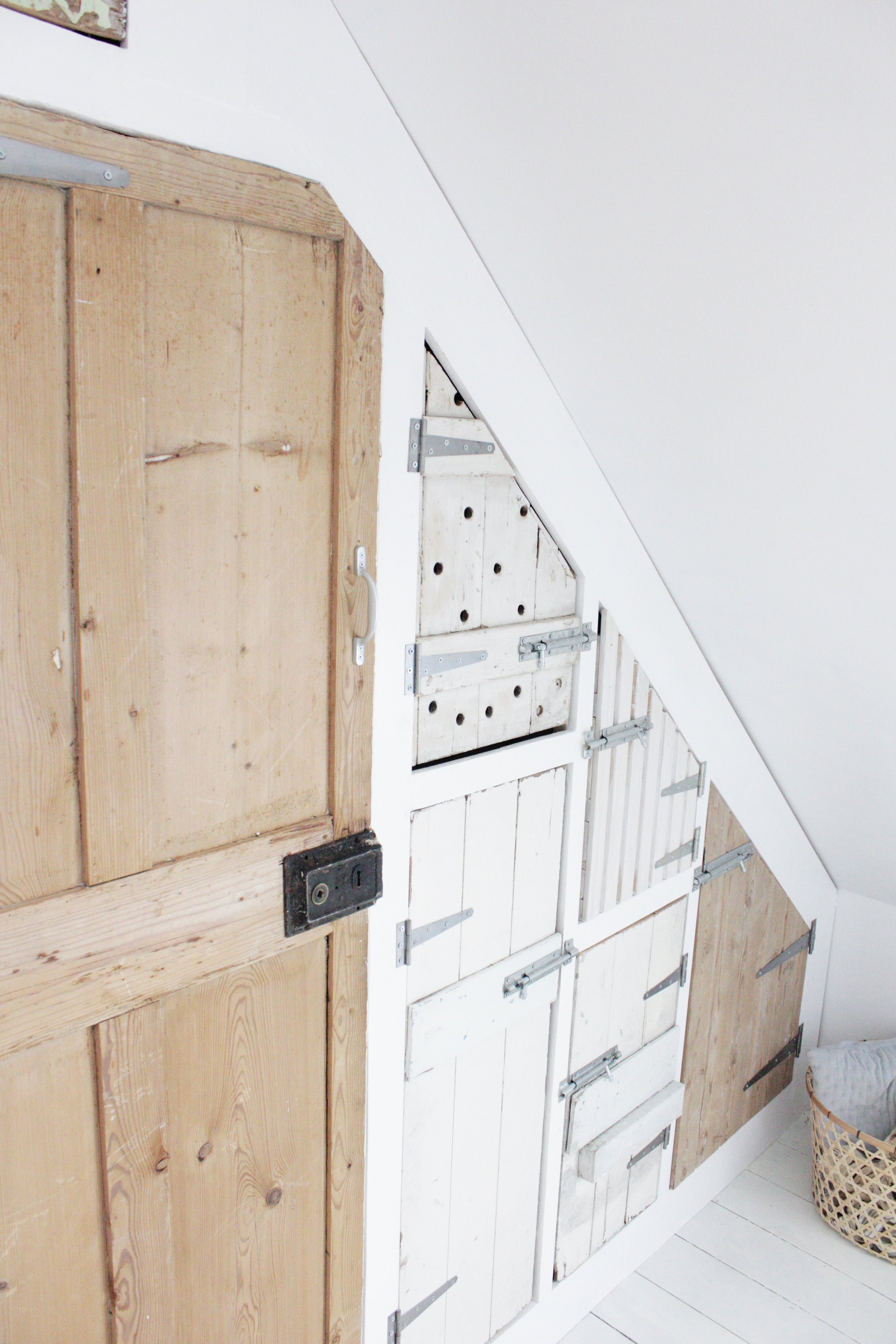 Build a wardrobe with reclaimed doors, tutorial by www.hestershandmadehome.com
