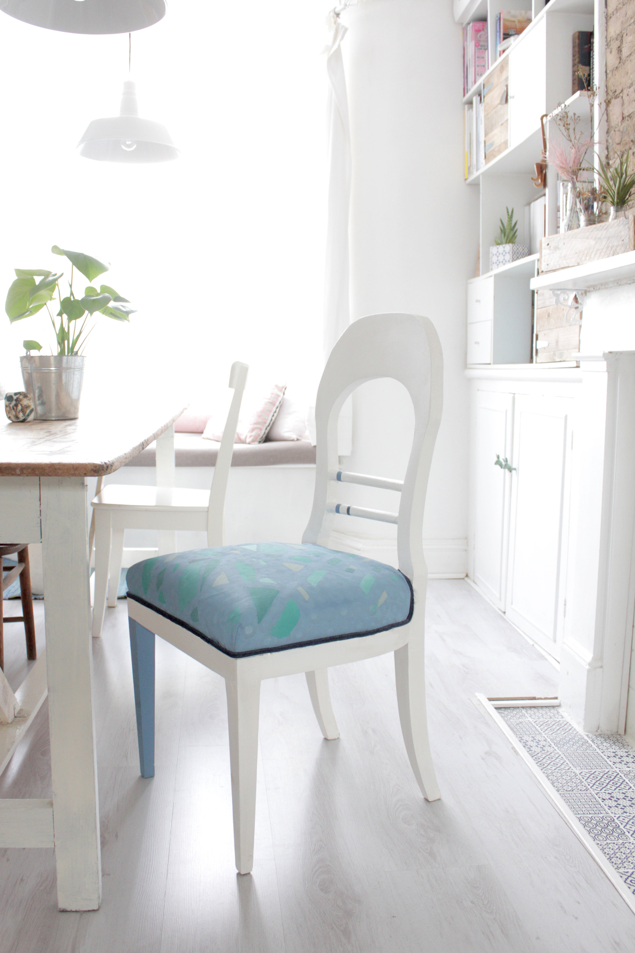Chair makeover with chalk paint by www.hestershandmadehome.com