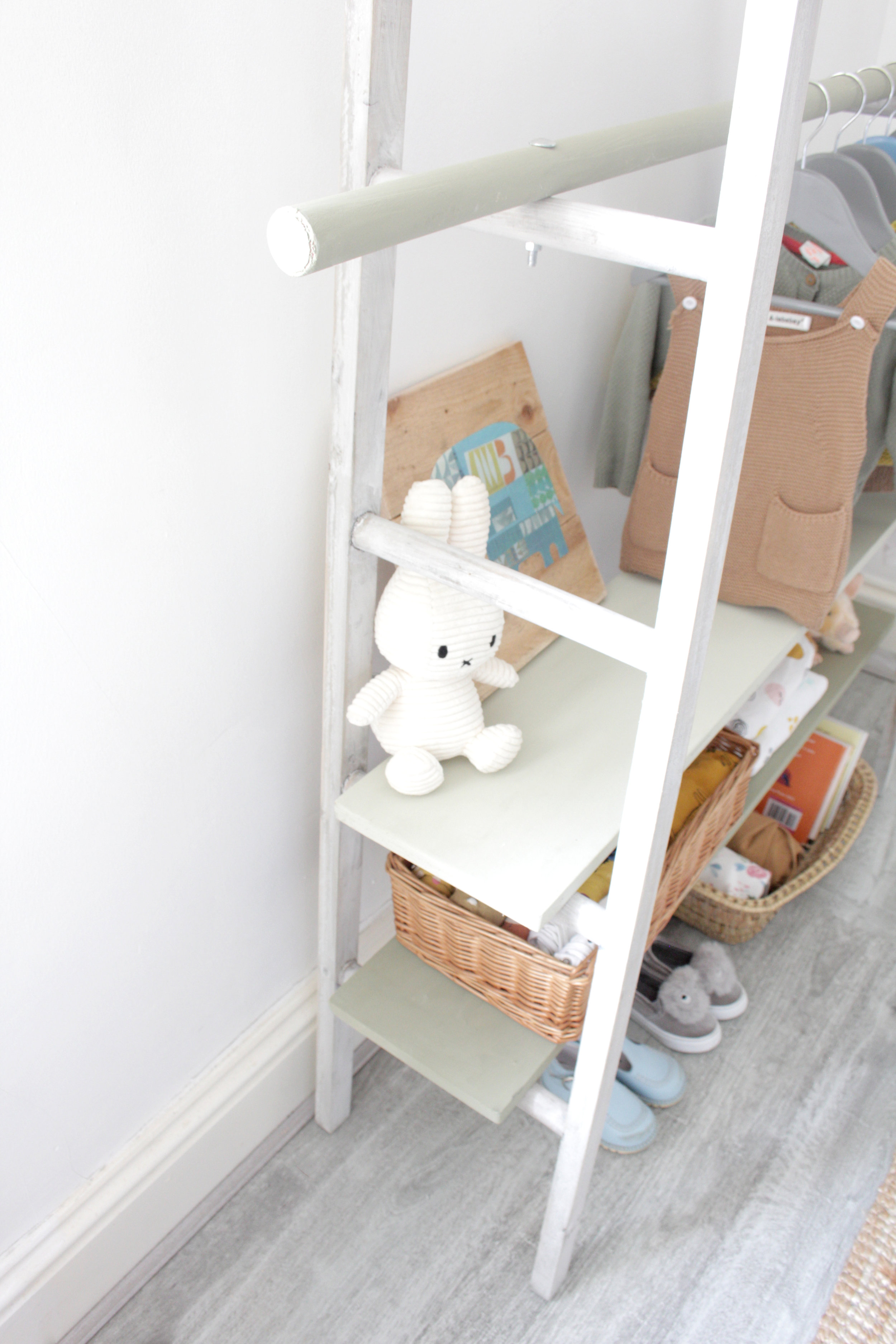 ladder to childs wardrobe tutorial by www.hestershandmadehome.com