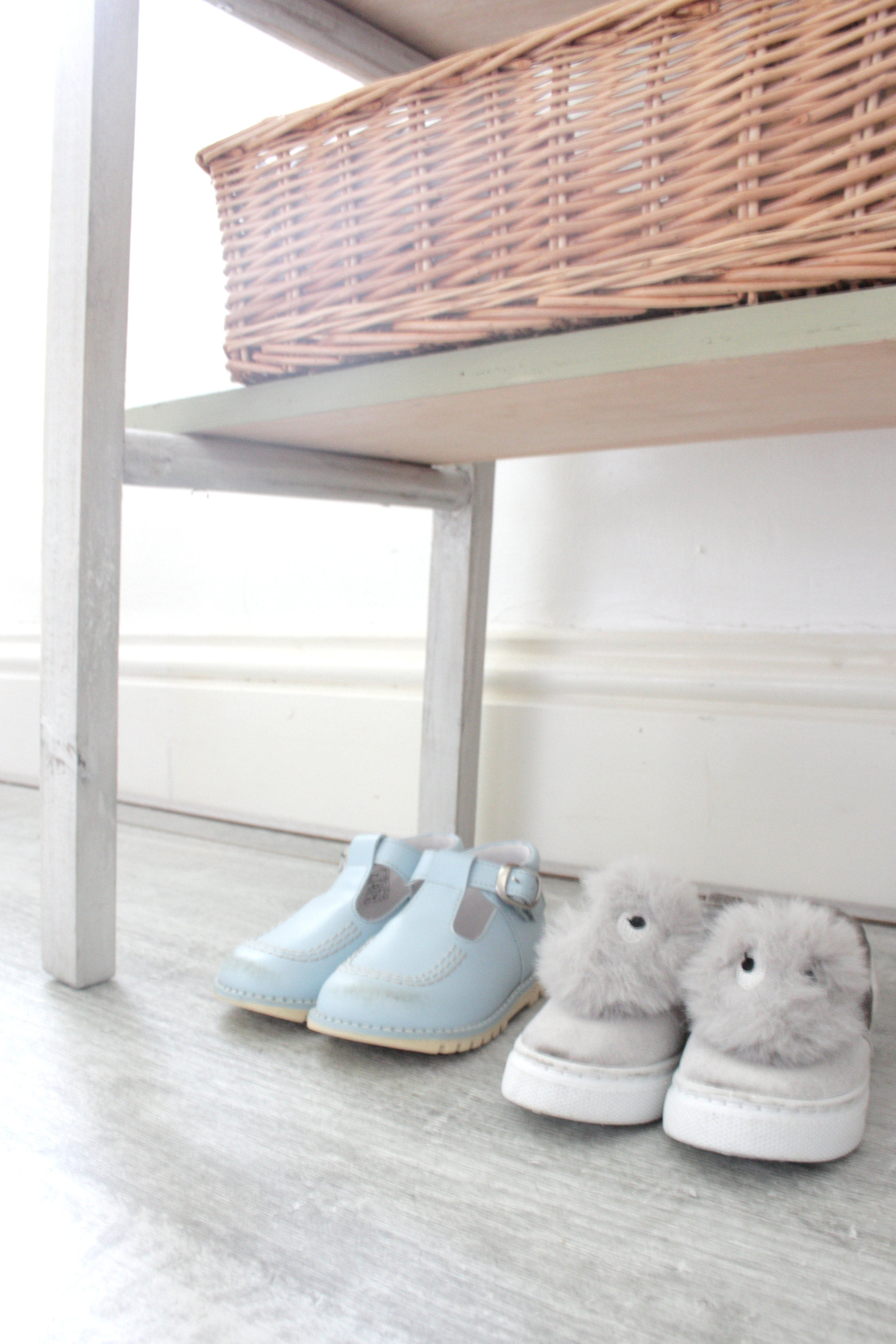 ladder to child wardrobe tutorial by www.hestershandmadehome.com