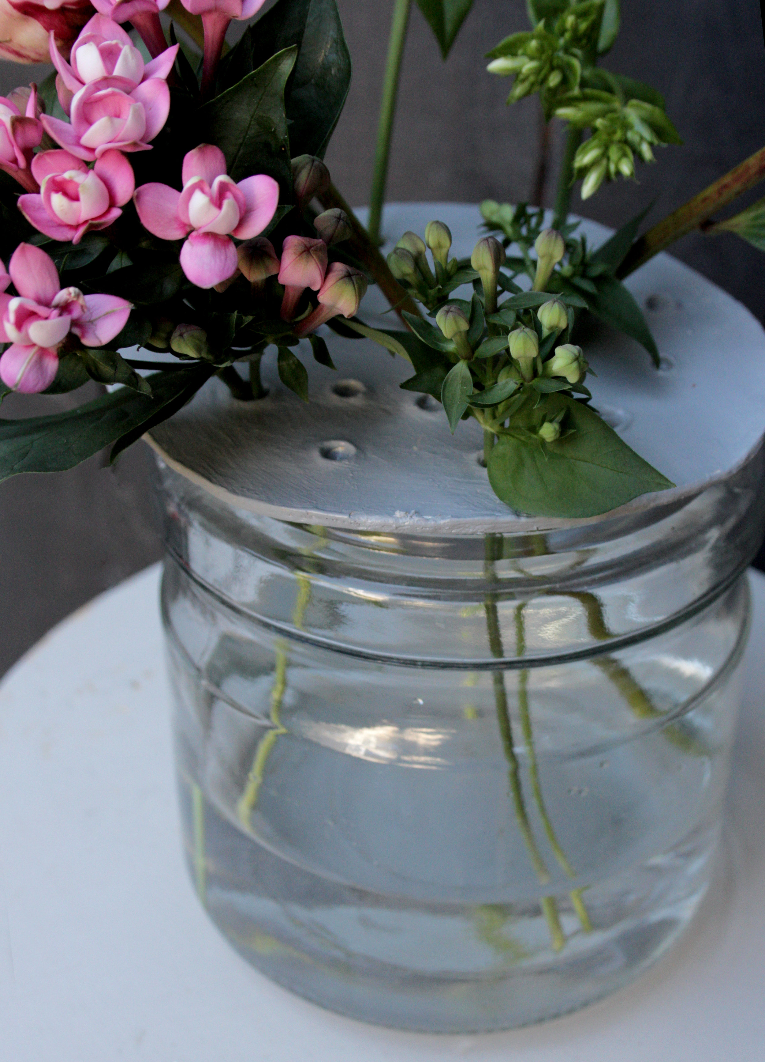 Clay flower disc to turn a jar into a cute vase by www.hestershandmadehome.com