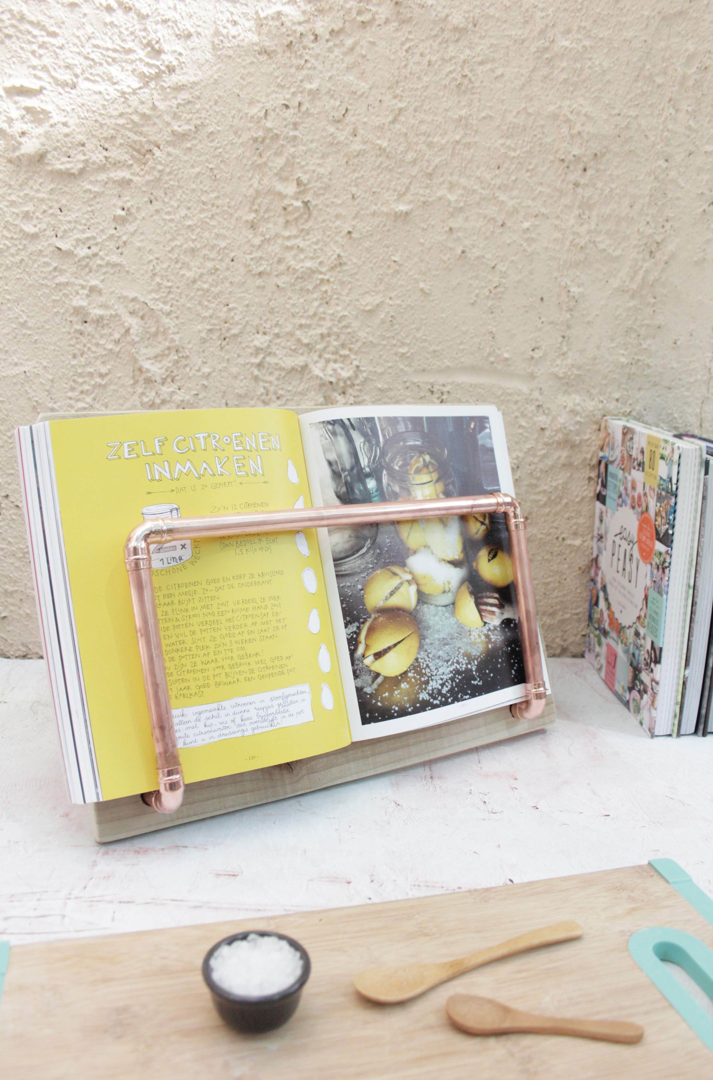 Make a cook book holder from pallet wood, tutorial by www.hestershandmadehome.com