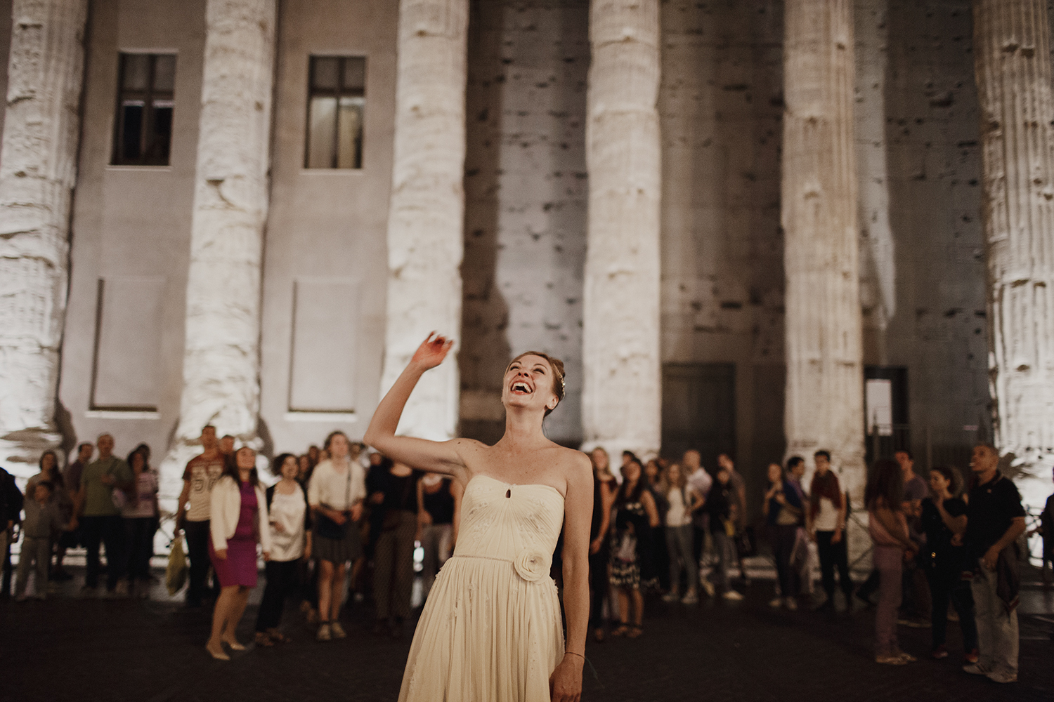rome wedding throwing the bouquet.jpg