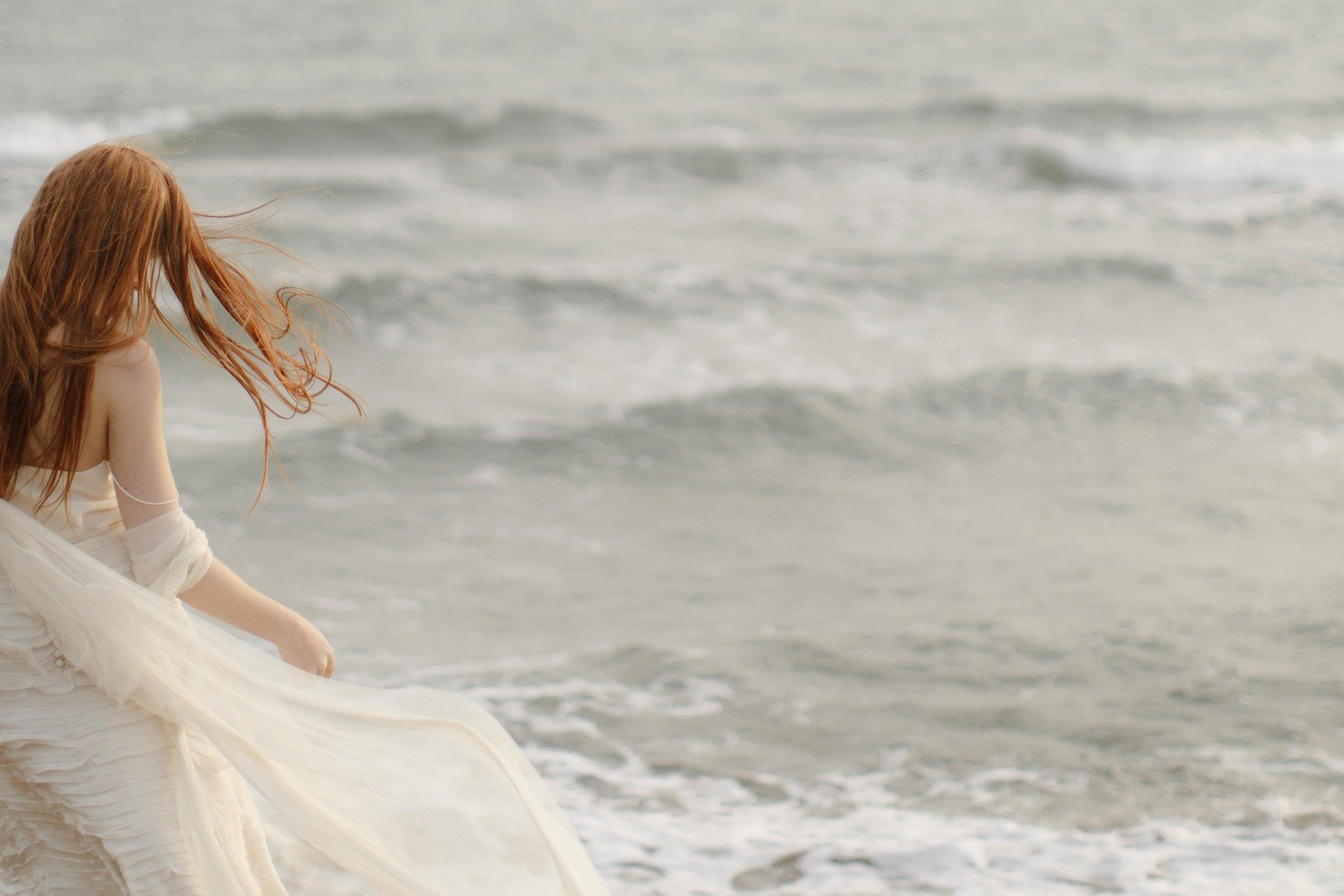 PENELOPE_ethereal_seaside_shoot_off_the_tuscan_coast_37.jpg