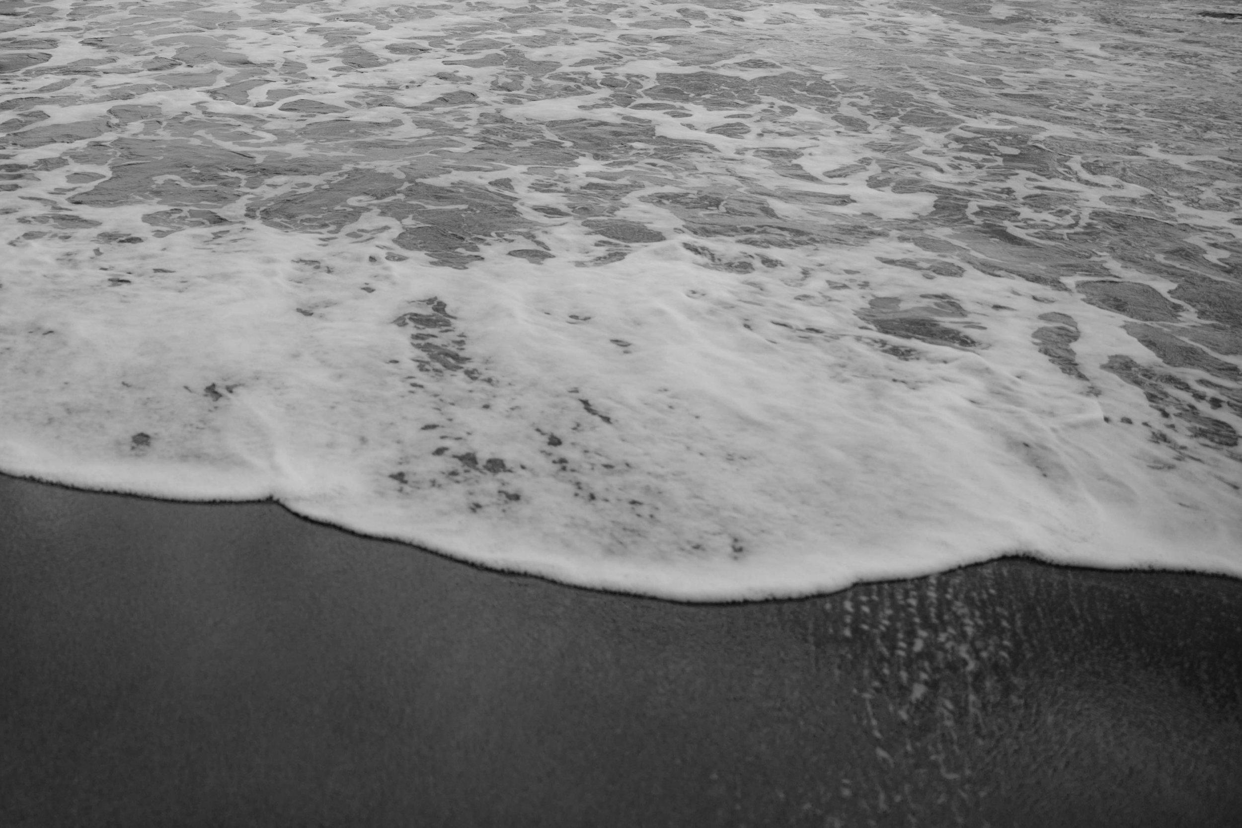 PENELOPE_ethereal_seaside_shoot_off_the_tuscan_coast_39.jpg