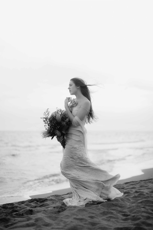 PENELOPE_ethereal_seaside_shoot_off_the_tuscan_coast_44.jpg