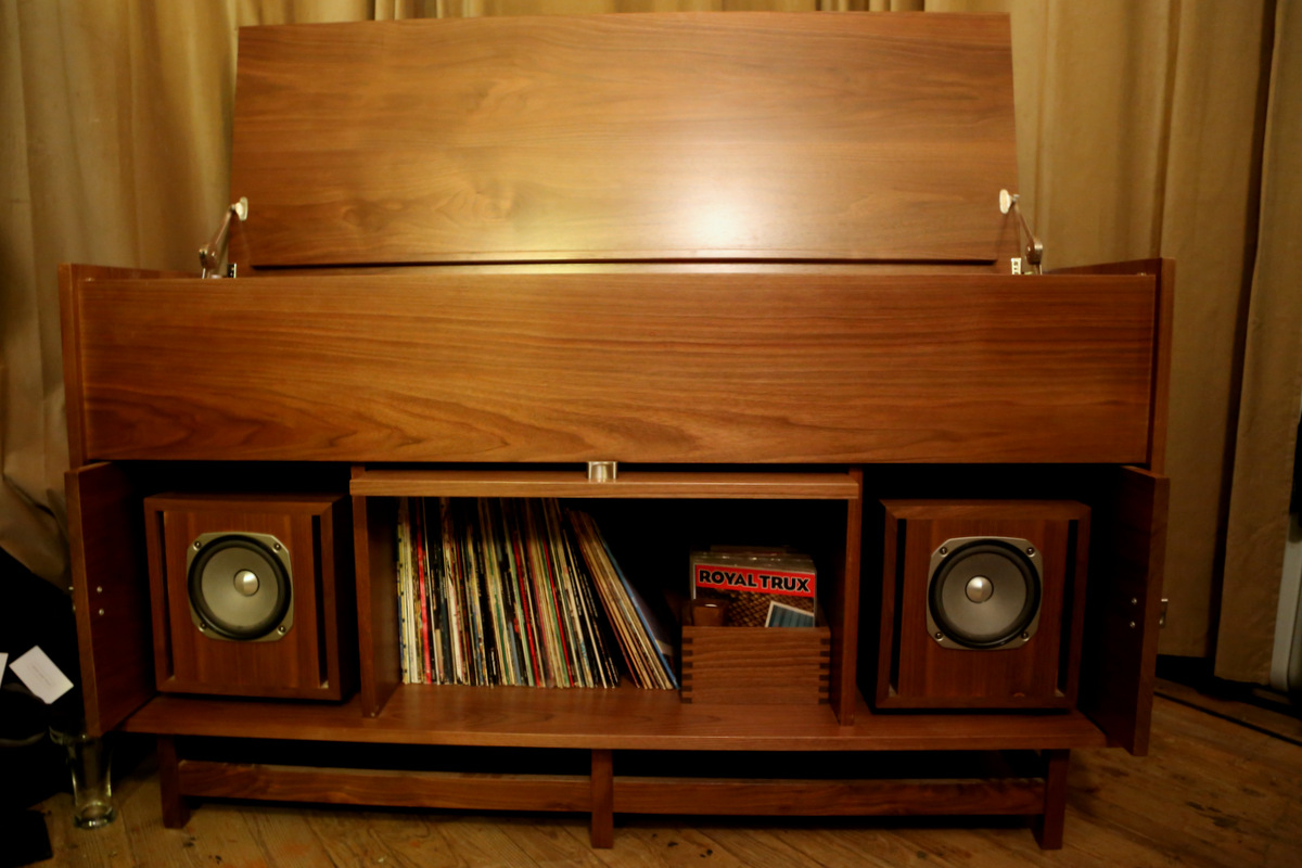 Pickett Furniture's Morkt Samfunn Console.