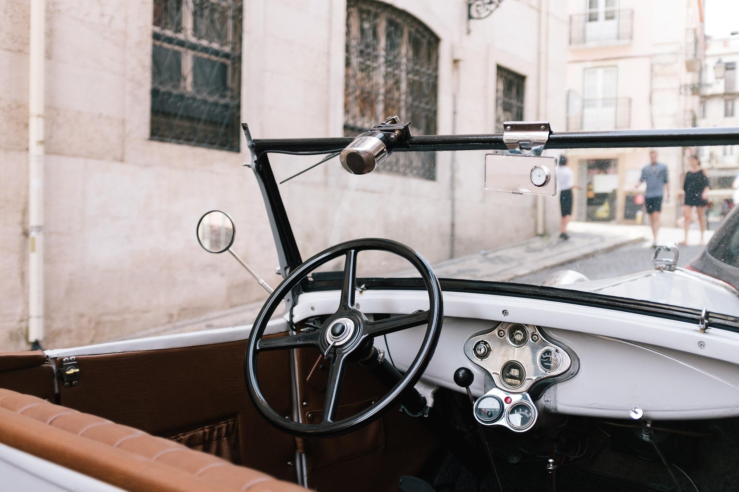 lisbon-old-car-7400.jpg