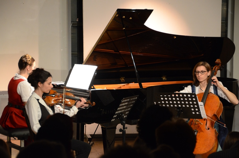 Chanda VanderHart, Louise Chisson and Mara Kronick performing