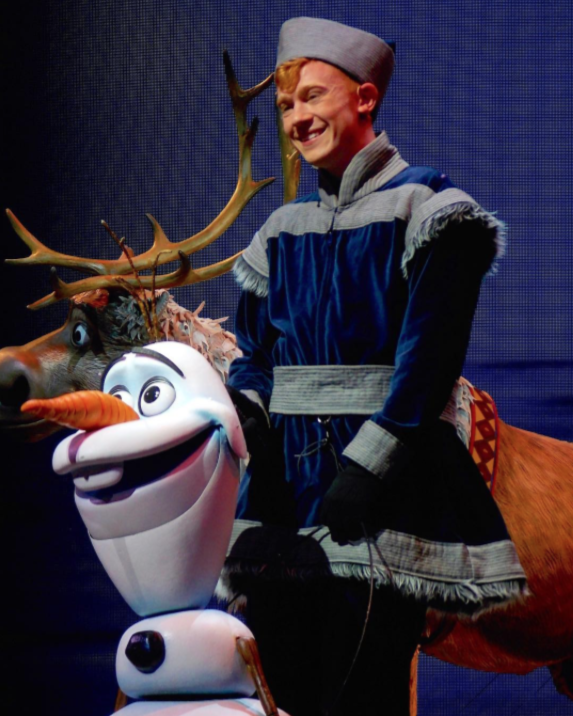 as Olaf in  Frozen Live at the Hyperion  theater/variety Disney California Adventure (2016)  photo:  @frozenlivephotos