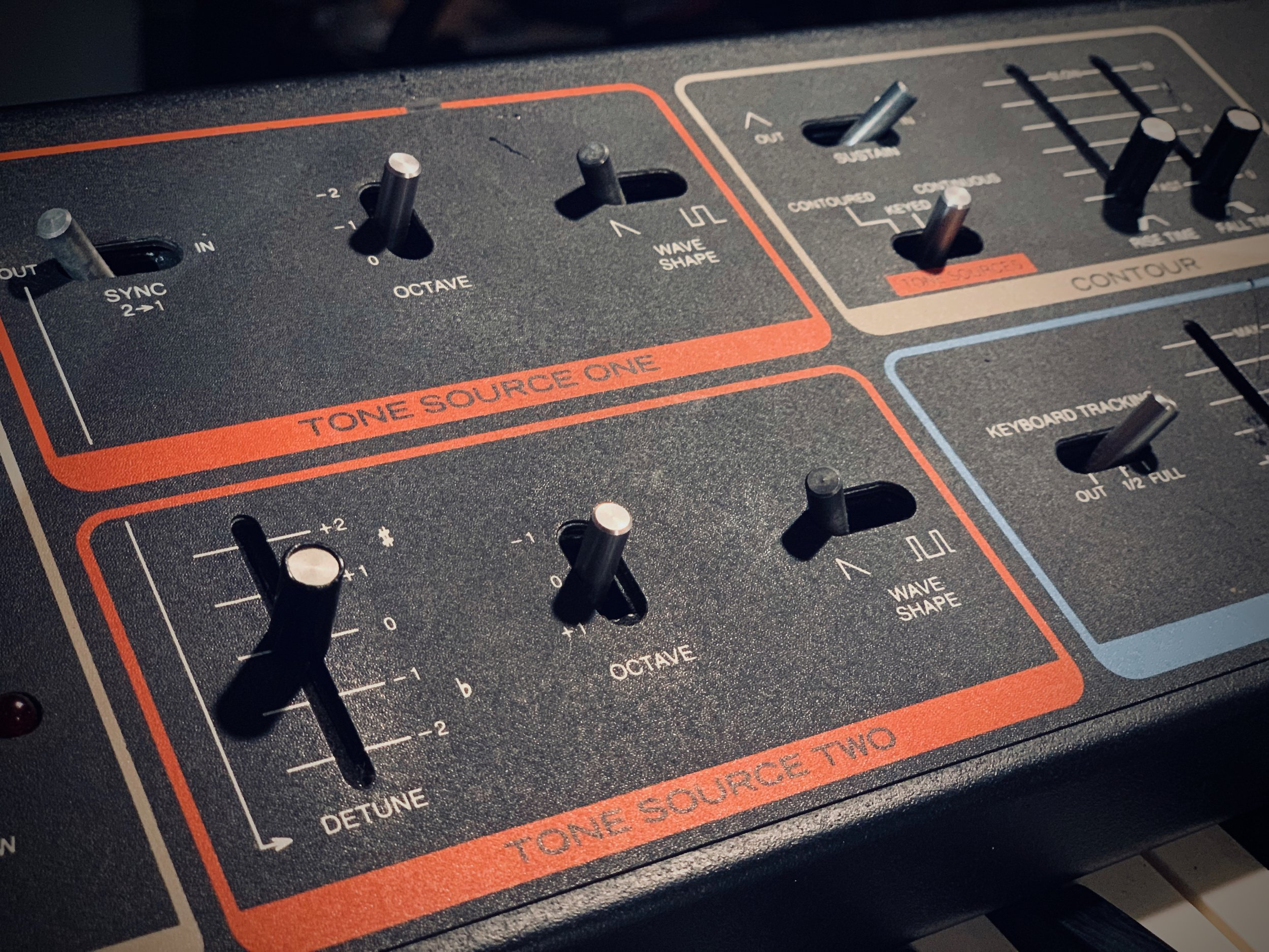 The two tone sources on the Moog MG-1