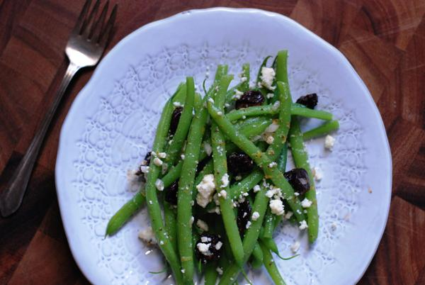 green beans with cherries and feta