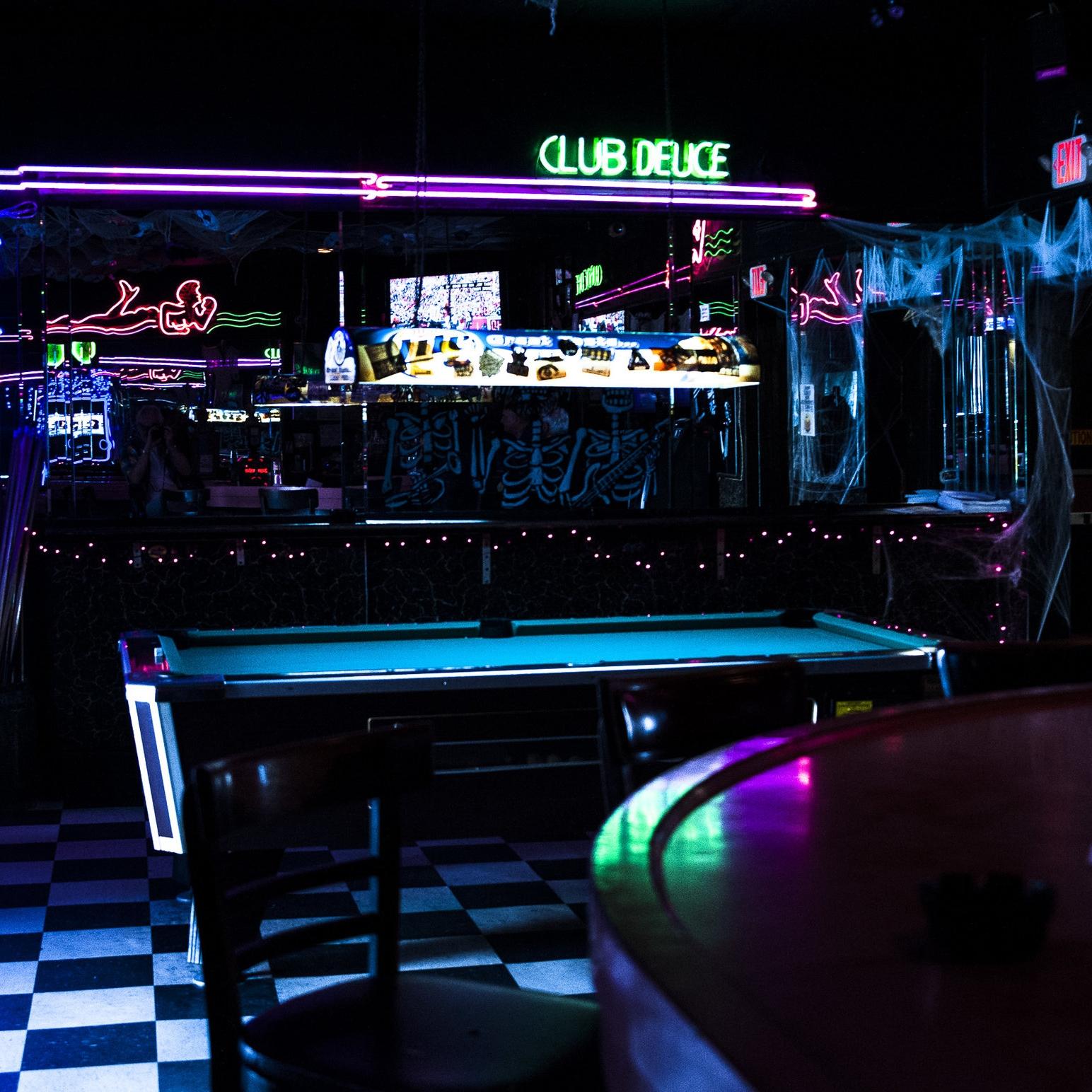 Bars & Clubs -