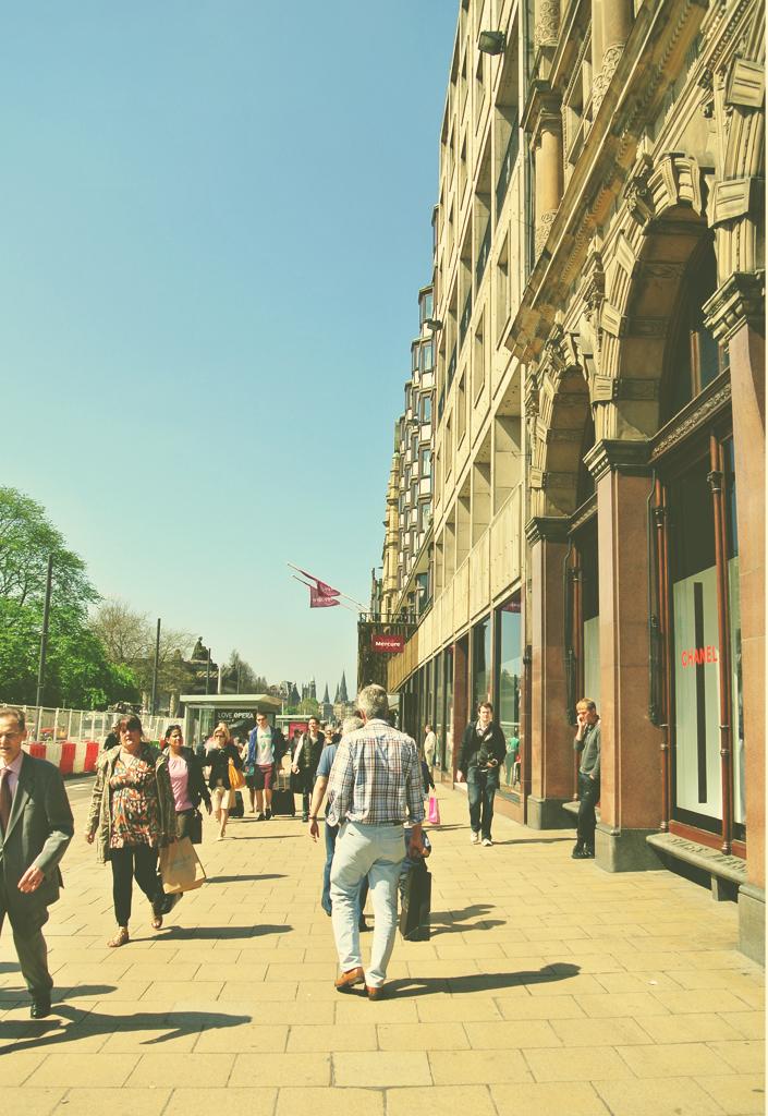 princes_street_shopping_edinburgh_aspiring_kennedy.jpg