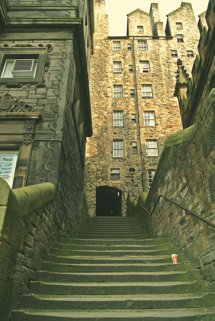 edinburgh_close_stairs_aspiring_kennedy.jpg