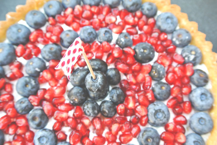 fourth_of_july_fruit_tart_aspiringkennedy.jpg