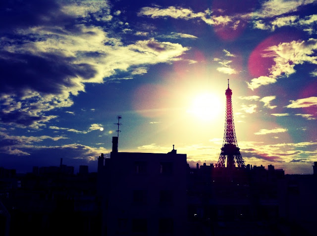 pretty_picture_of_eiffel_tower.JPG