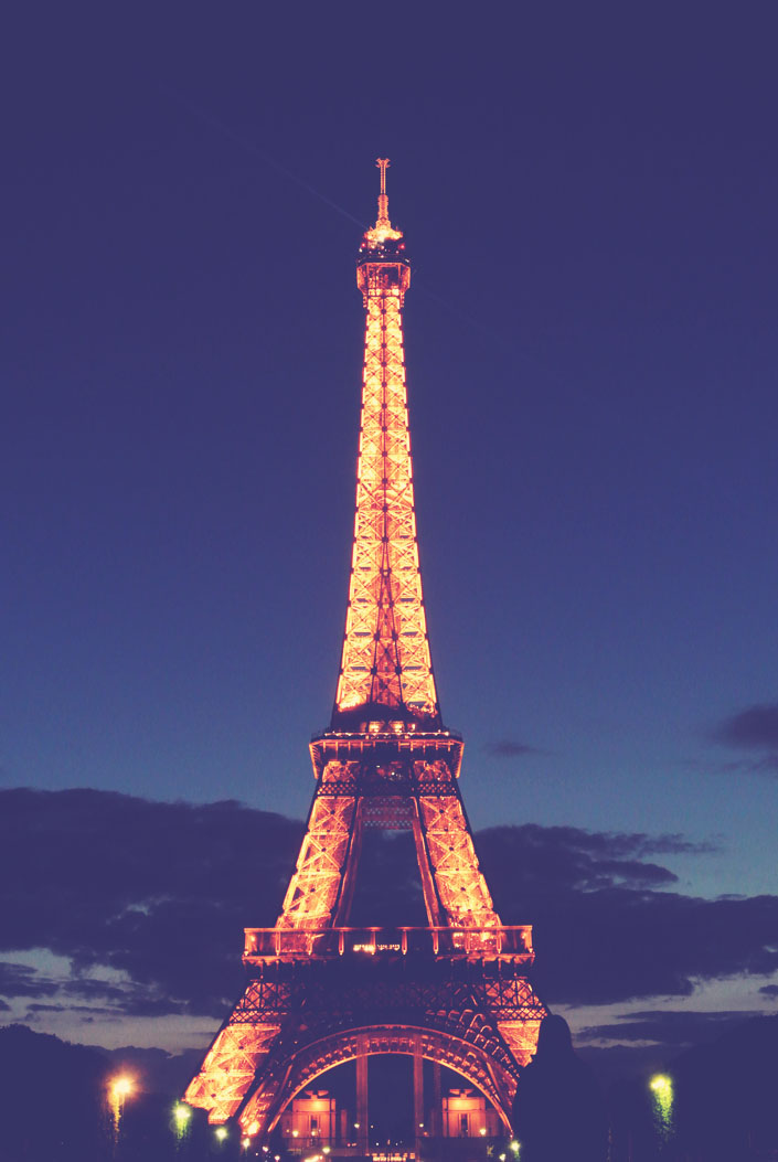 eiffel_tower_at_night_paris_aspiring_kenendy.jpg