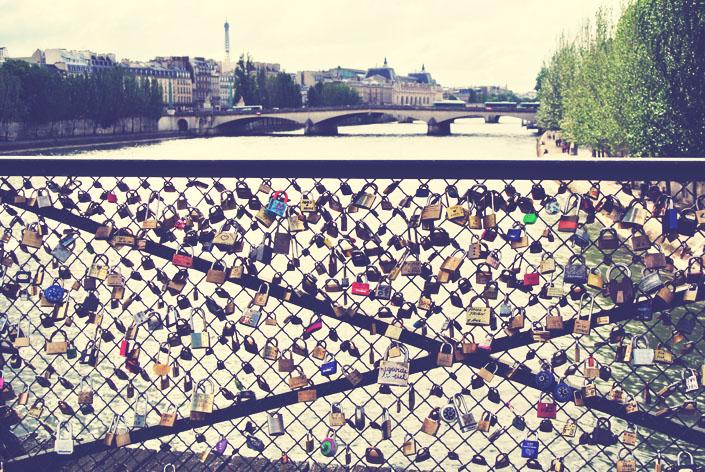 bridges_with_locks_paris_aspiring_kennedy.jpg