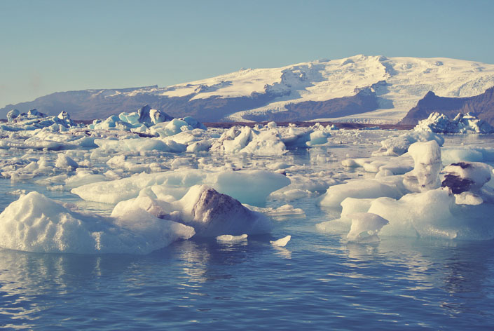 icebergs_in_iceland_aspiring_kennedy.jpg
